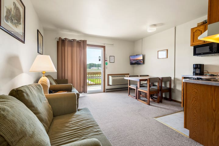 Assateague Inn 205 is an adorable Studio that sleeps 4 with lovely water views and an Outdoor Pool.