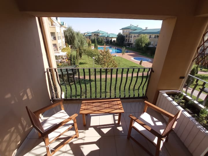 Quiet 2 bedroom apartment with panoramic windows