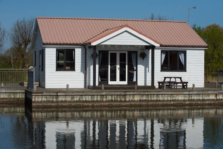 Three bedroom waterside cottage