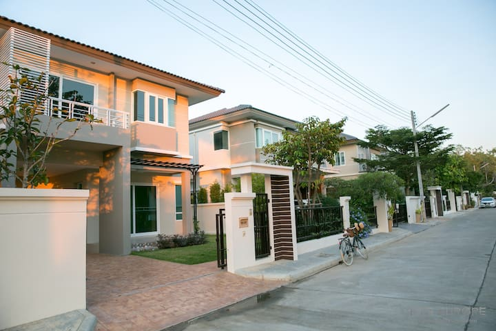 New House/ Peaceful Location/ Pool/ Sauna/ Gym - Tambon Ban Waen - Huis