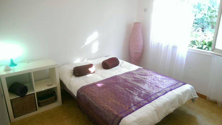 Preciosa habitación en casa de pueblo con jardínes - Tiana, Catalunya, ES