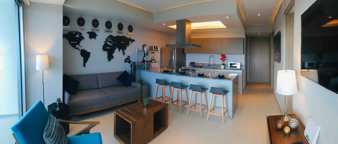 Peninsula Luxury Condo Awaits