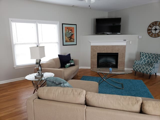 Grant Park Beauty! 2 Bed/2 Bath with Garage