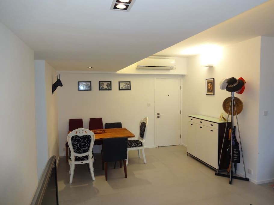 Entrance and dining area - suitable for working on a laptop