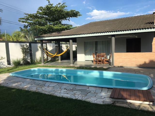 Casa terrea avarandada a 500 mts da praia Enseada