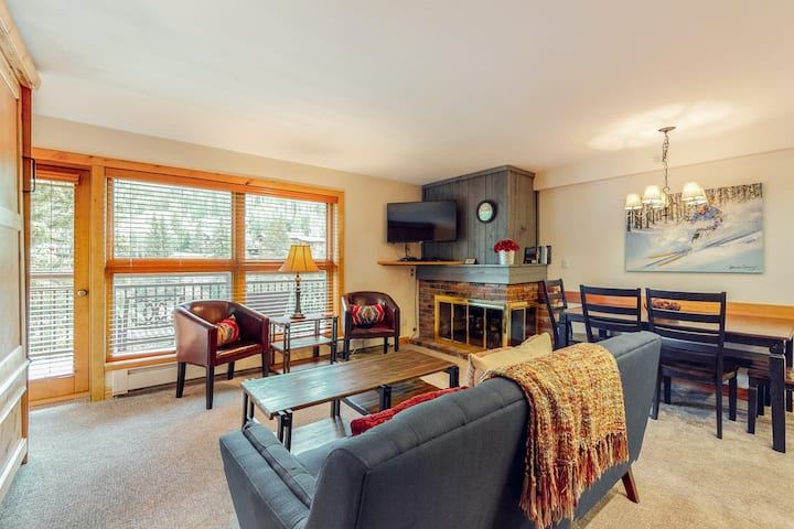 Mountain view, ski-in/out condo w/ fireplace, fast WiFi, shared pool/hot tubs/WD