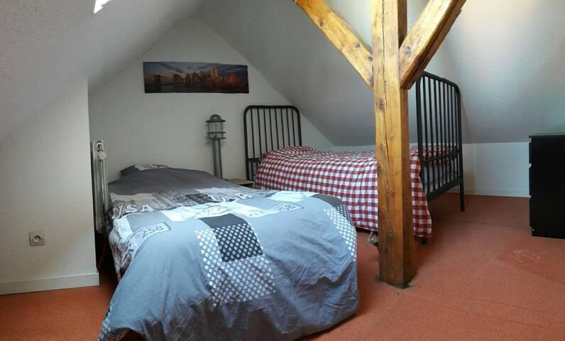 Chambre 3 en mezzanine avec 2 lits simples
