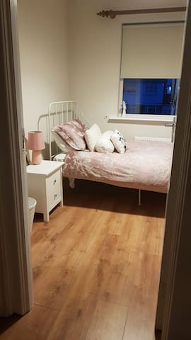 Cosy single room close to city centre and airport