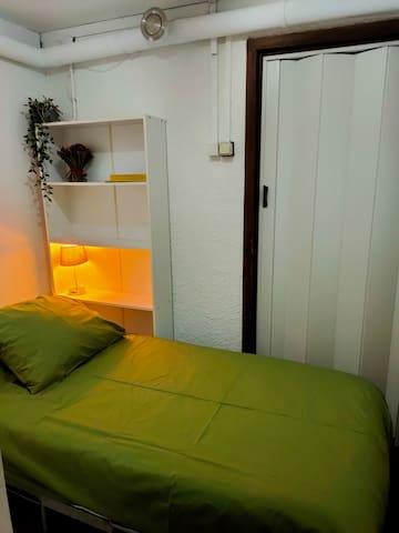 Eenpersoonskamer voor 5e persoon. Dit kan eventueel in plaats van de slaapbank in de woonkamer