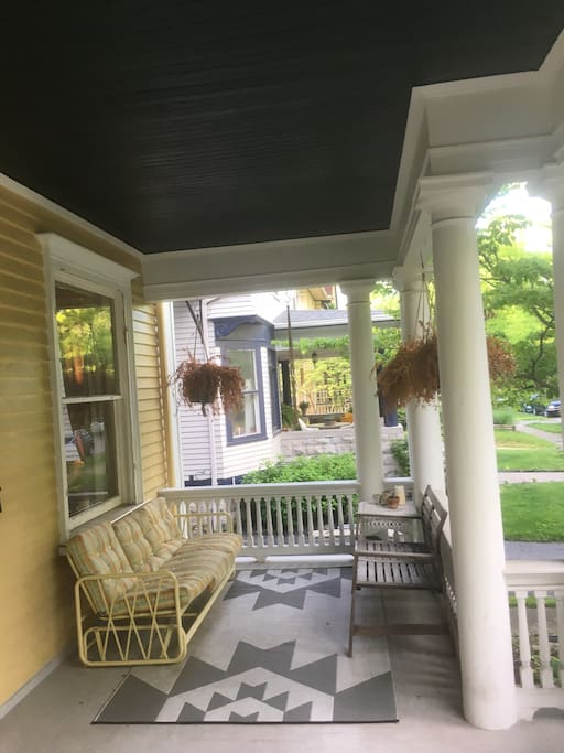 Park Ave 1 Bedroom Apartment with Porch