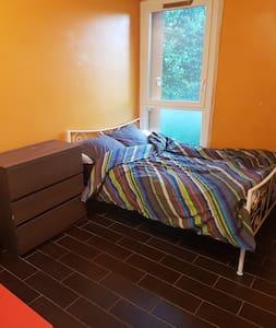 1 Chambre pour 2 pers. dans un appartement privé.