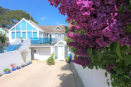 Modern apart, Sandbanks, dog friendly, own garden.