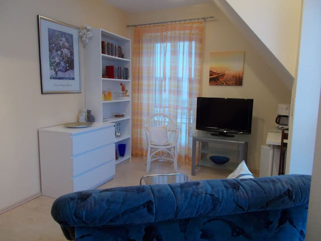 Möbl. Wohn-Schlafzimmer für 2 Personen Nähe Nbg