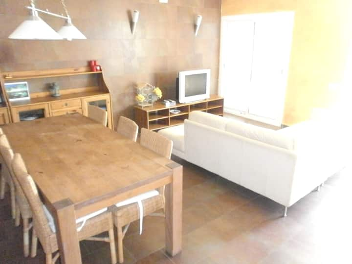 House with 3 bedrooms in Tarragona, with wonderful sea view and furnished terrace - 10 m from the beach