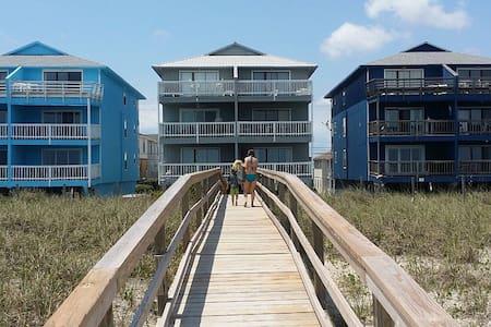 Carolina Beach Oceanfront Getaway - Carolina Beach