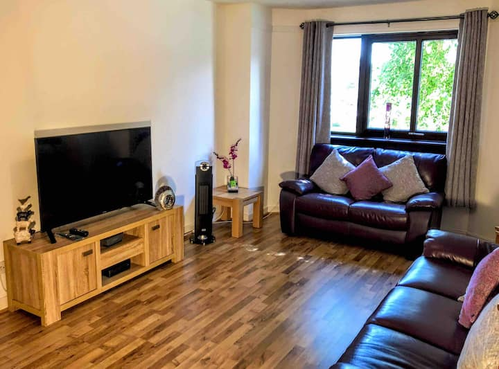 Self-catering Apartment near central Paisley
