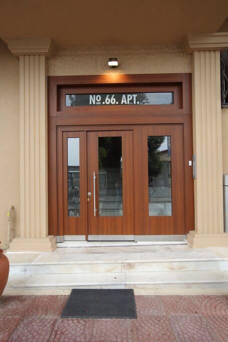 apartman girişi