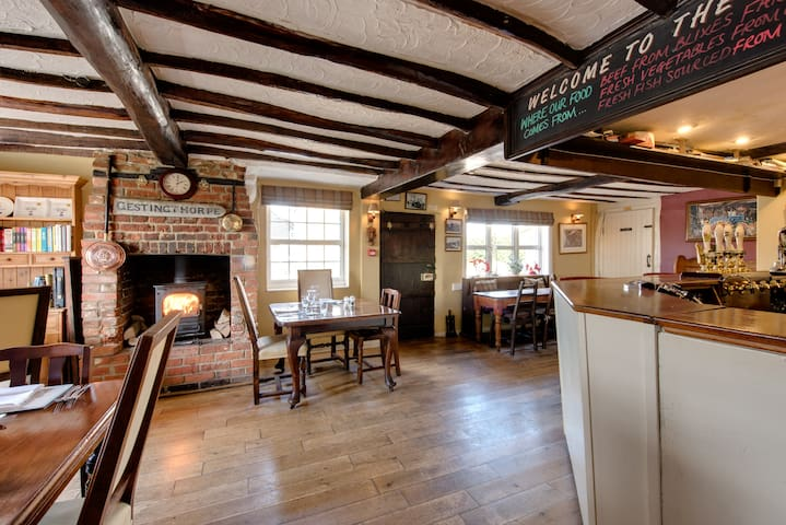 5 Star Boutique Rooms and Gastro Pub