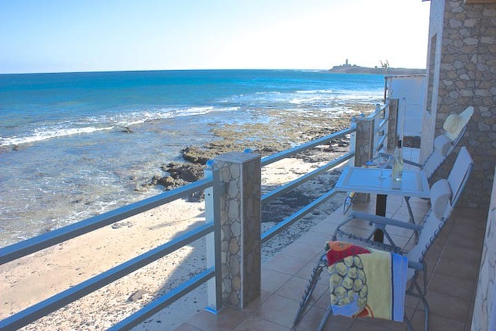 Casa Chano-Cosy home next to sea with lovely views