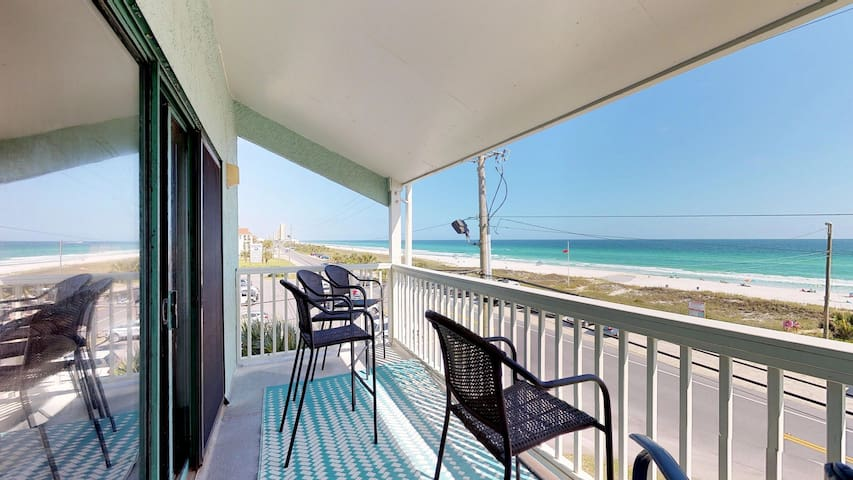 Waterfront condo with shared pool and ocean views! Free WiFi!