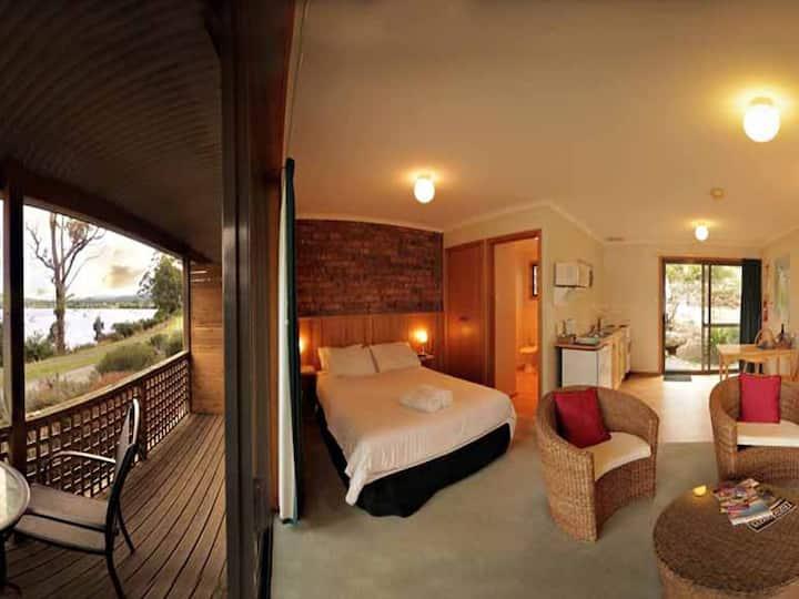 Driftwood Cottages Studio Apartment (single night)