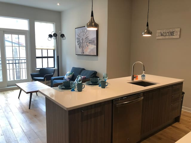 Newly Built Luxury Apartment.Location,PARKING,DECK