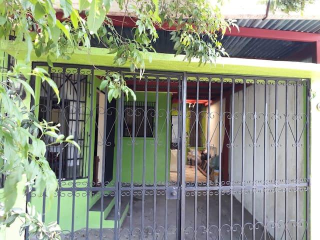 Casa en Mazatenango 2 Habitaciones 4 camas