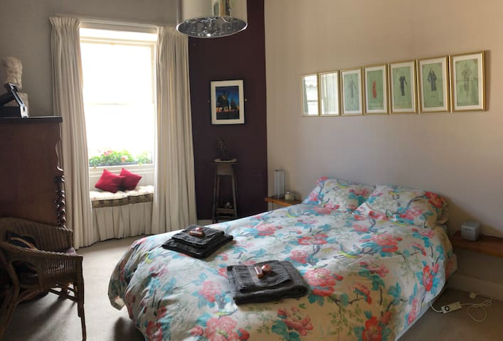 Double room in cosy flat - LGBT friendly