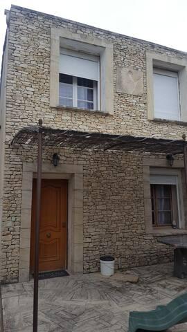 Maison typique situé dans le vaucluse à st didier