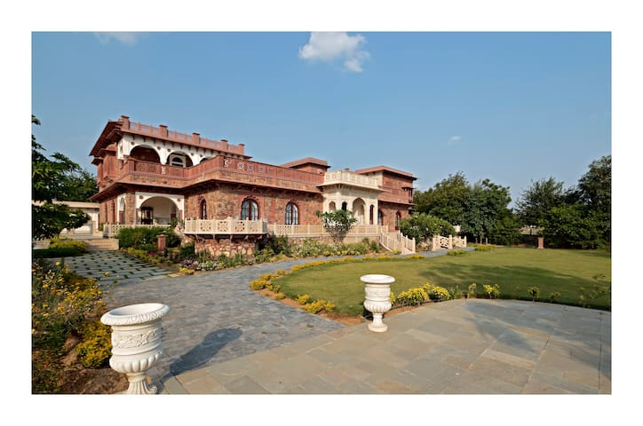 Luxury Heritage Haveli just ten minutes from Amer (Khas Bagh)