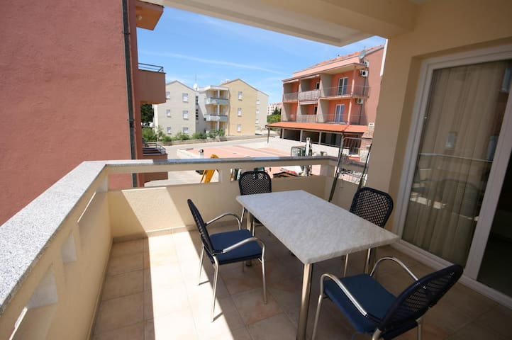One bedroom apartment with terrace Novalja (Pag) (A-3294-c)