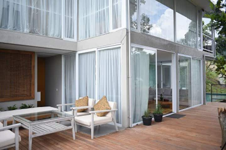 VILLA LOEWY  Fresh Scenery Villa w/Pool & BBQ