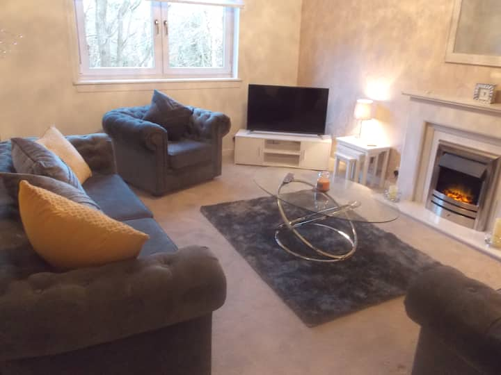 Stylish ground floor flat with parking and wifi