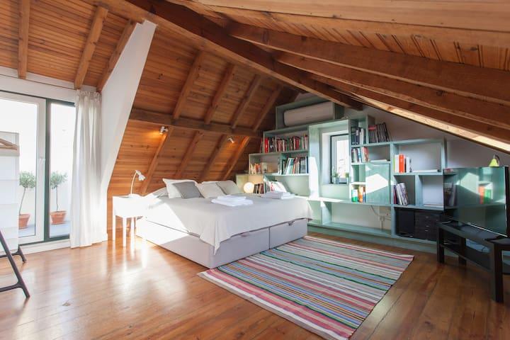 Bairro Alto Loft with Sunny Terrace
