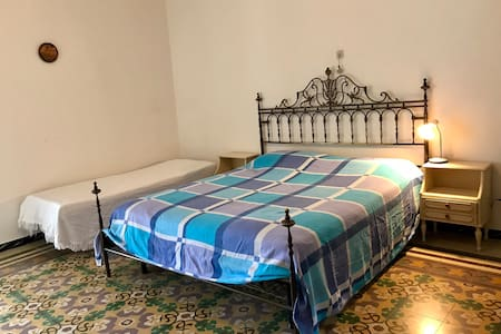 Private Room for 3 (10 mins from Lanciano)