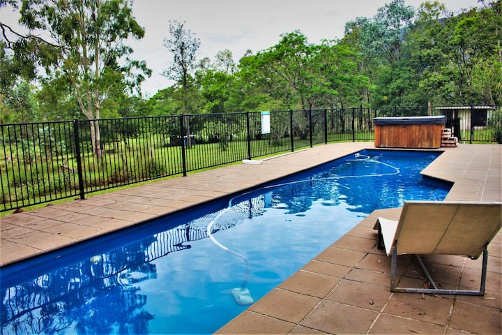 Moongalba Mount Archer Escape, Firepit, Pool & Spa