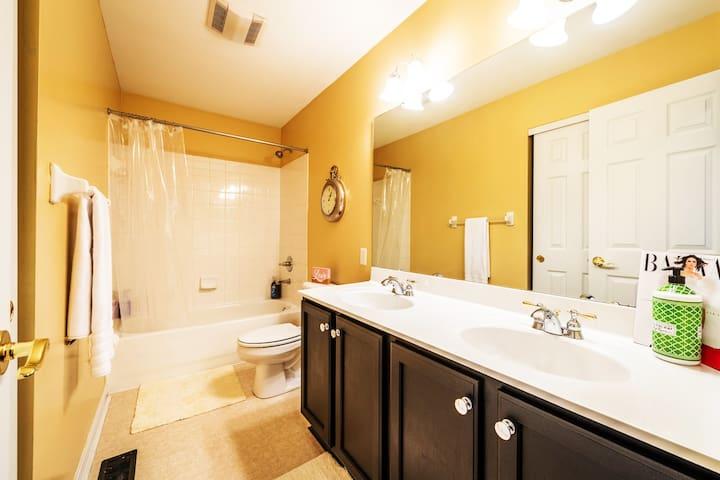 Large bathroom w Double sinks