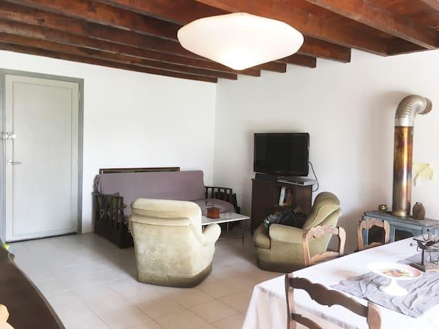 Petite maison pleine de charme et d'authenticité - la Boissière, Bourcia - Haus