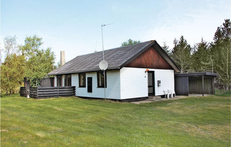Holiday cottage with 2 bedrooms on 73 m² in Blåvand