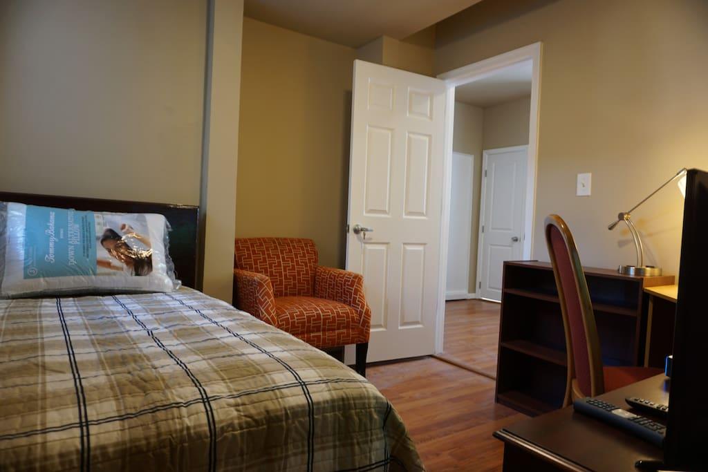 bedroom102-3