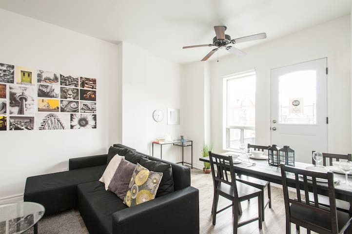 A Bright & Modern Apt 2 - Centrally Located!