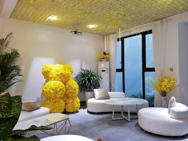 网红打卡#1.65米高的黄色玫瑰花熊#