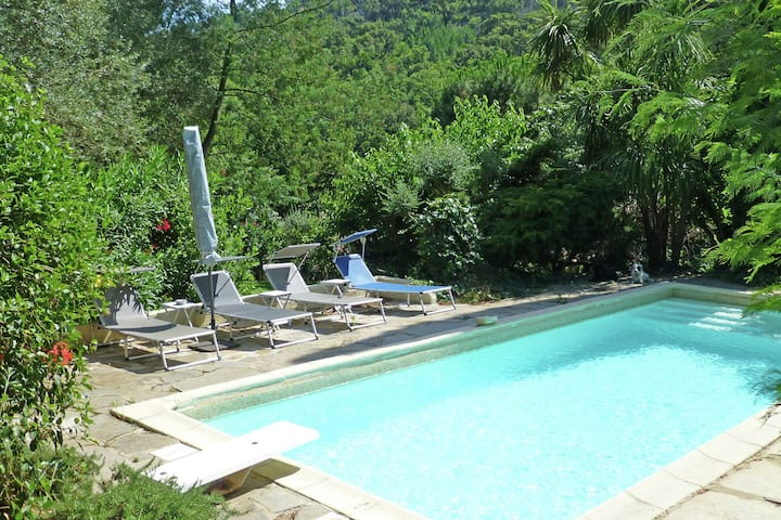 Country-side Holiday Home in Grimaud with Swimming Pool
