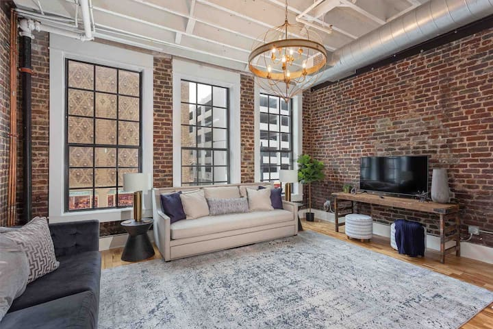 Stunning Loft-Hidden Gem-New Reno. Cozy 5 STAR
