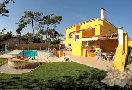 Colourful and charming Portuguese family casa - Colares
