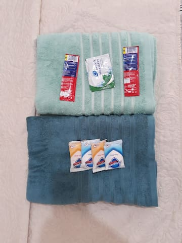 Towels, soap, shampoo and toothpaste.