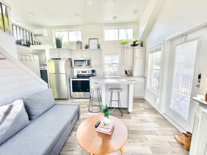 Lush Cottage with Loft | Walk to Cafes | Creekside