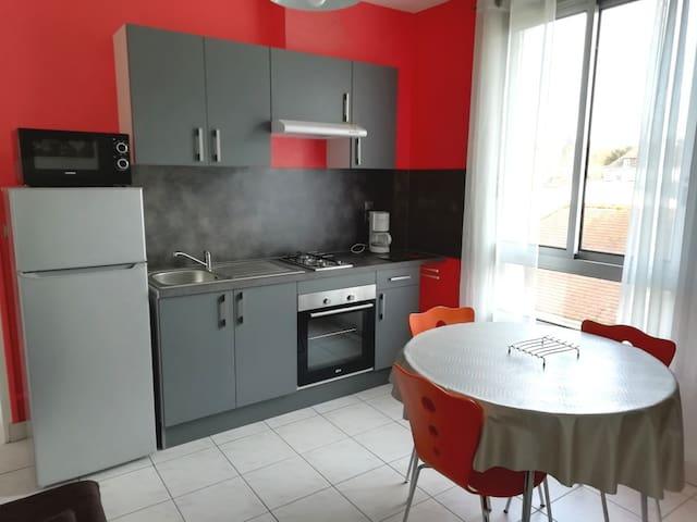 appartement 1 chambre séparée cuisine équipée WIFI