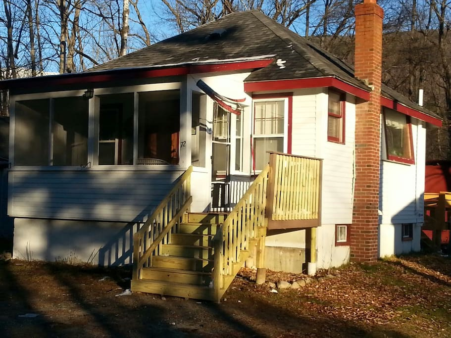 Big screened in porch with new stairs. #72