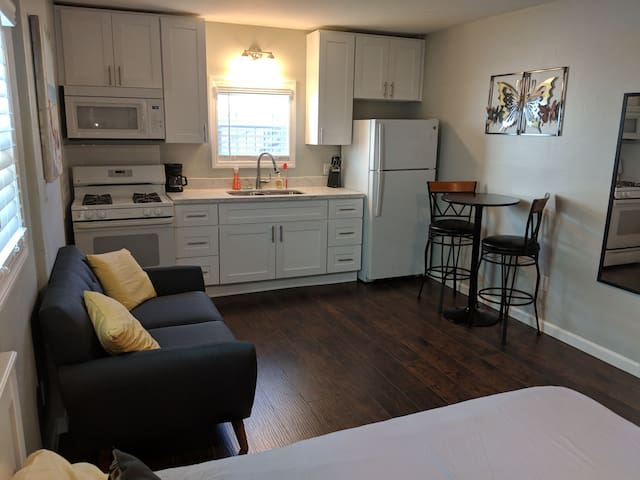 Private Studio, Pet Friendly, Reserved Parking